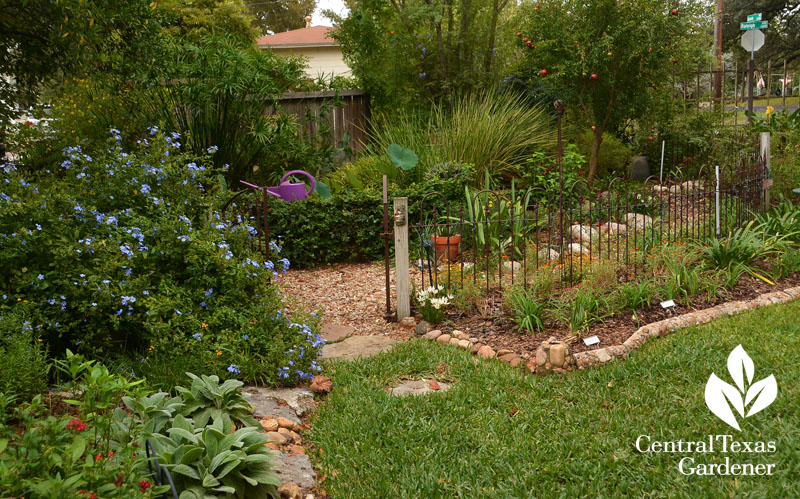 cute garden fence for outdoor rooms Central Texas Gardener