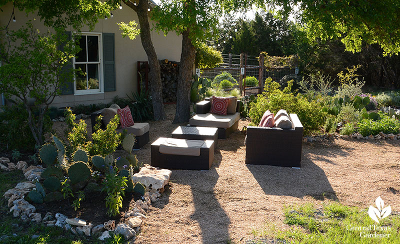front yard outdoor patio with native plants