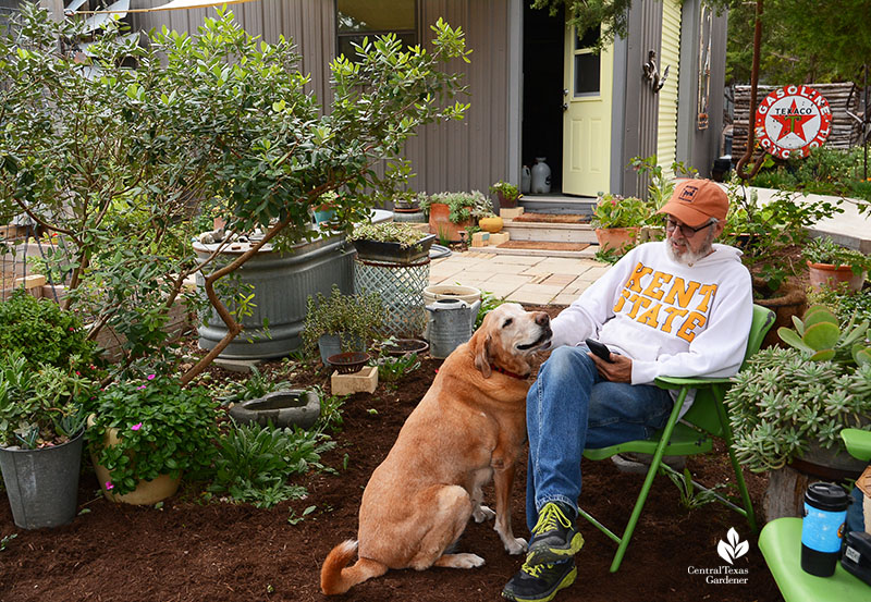 Robert Moorhead and Howdy dog Julie Nelson Kay Angermann garden Central Texas Gardener