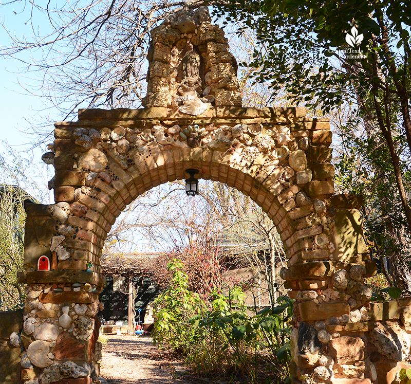 Folk art stone arch Jill Nokes Garden Berthold Haas build Central Texas Gardener