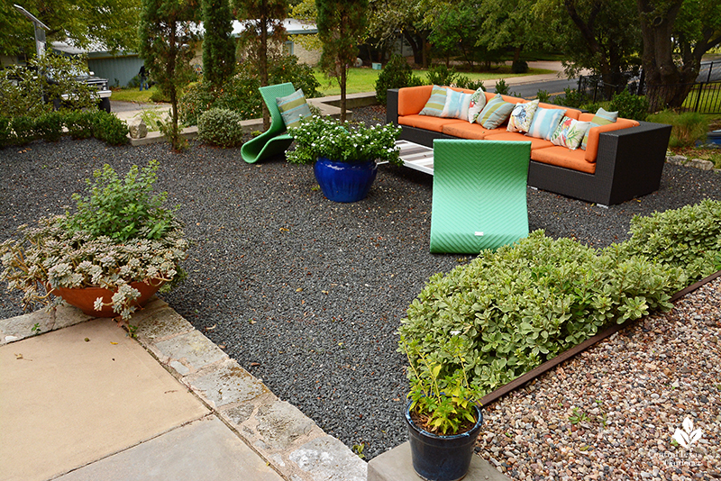 contemporary front outdoor living room Tejas Grey gravel Harper Dujon design Central Texas Gardener