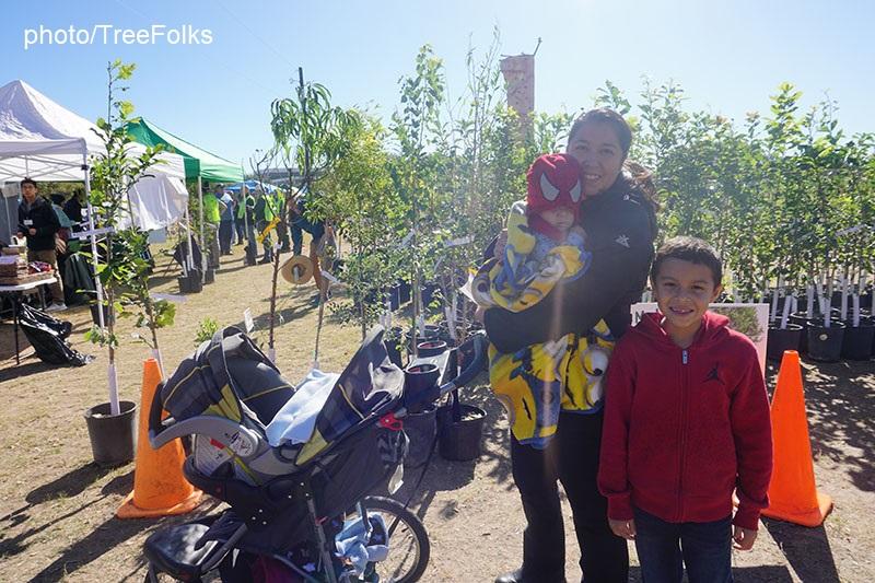 Family picking up TreeFolks trees